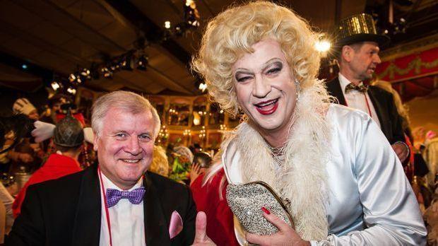 Markus Söder sorgte bereits neben Horst Seehofer als Marilyn Monroe für Geläc...