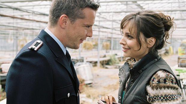 In ihrer Verliebtheit merkt Lilly (Mina Tander, r.) nicht, dass Rico (Florian...