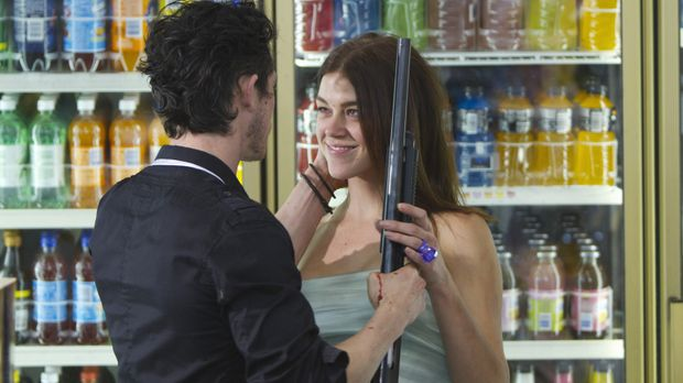 Ray (Jonathan Tucker, l.) und Sydney (Adrianne Palicki, r.), ein frisch verhe...