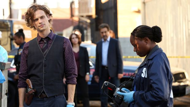 Gemeinsam mit seinem Team muss Reid (Matthew Gray Gubler, l.) in einem neuen...