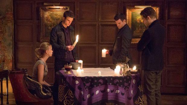 Müssen einen Familienrat abhalten, als ein alter Vampir mit tödlichen Absicht...