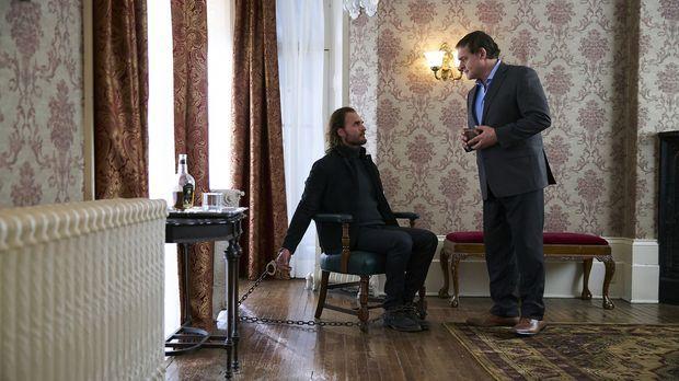 Was wird Roman (Daniel Kash, r.) mit Jeremy (Greg Bryk, l.) tun, nachdem Jere...