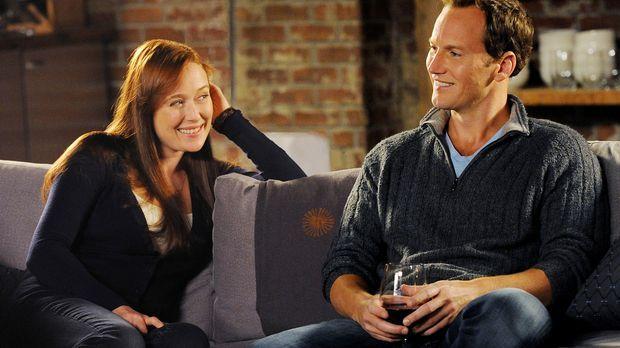 Dr. Michael Holt (Patrick Wilson, r.) genießt den Abend mit seiner Ex-Frau An...