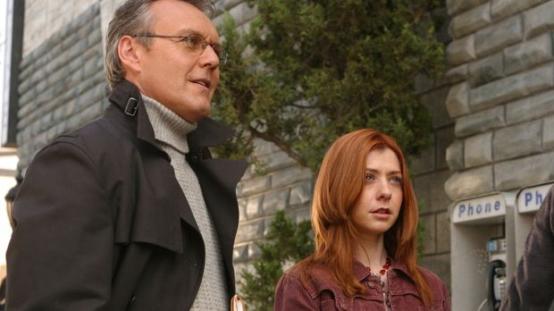 Willow (Alyson Hannigan, r.) und Giles (Anthony Stewart Head, l.) machen sich...