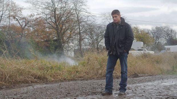 Bei einem Kampf gegen ein Monster erleidet Dean (Jensen Ackles) nach einem El...