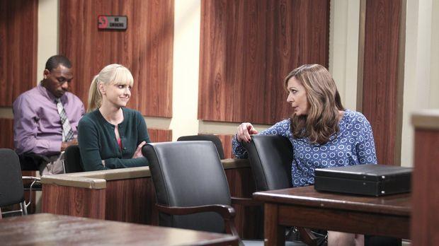 Auch wenn es noch sehr viel Streit gibt, reden Christy (Anna Faris, l.) und B...