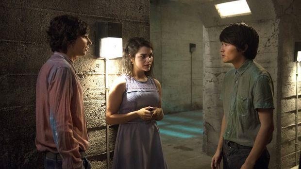 Können Jasper (Devon Bostick, l.) und Monty (Christopher Larkin, r.) Maya (Ev...