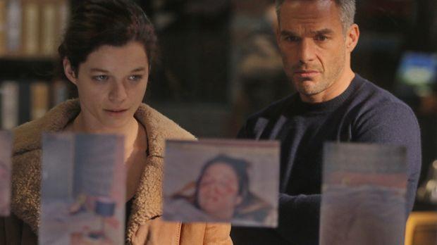 Als Rocher (Philippe Bas, r.) in dem Fall einer jungen ermordeten Frau ermitt...