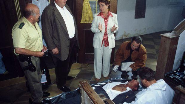 Der langjährige Staatssekretär von Gluck wird ermordet - im Beichtstuhl! Für...