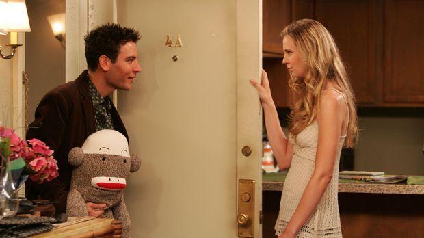Ted (Josh Radnor, l.) gelingt es, Natalies (Anne Dudek, r.) Herz ein weiteres...