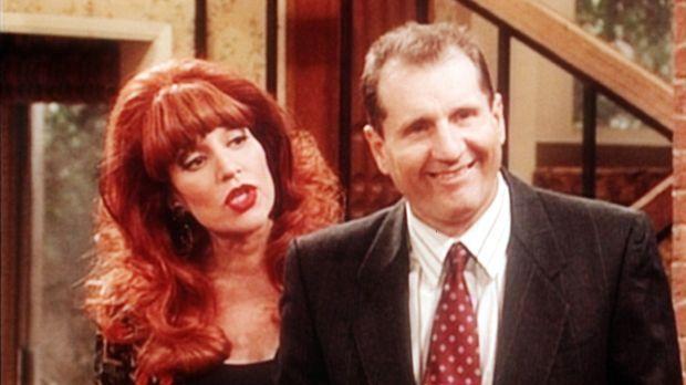 Peggy (Katey Sagal, l.) ist misstrauisch, ob Al (Ed O'Neill, r.) wirklich zum...