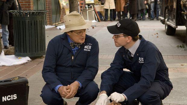 Als Ducky (David McCallum, l.) und Jimmy Palmer (Brian Dietzen, r.) zu einem...