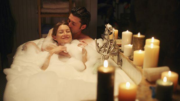 Genießen ihre neu aufgenommene Beziehung: Meredith (Ellen Pompeo, l.) und Der...