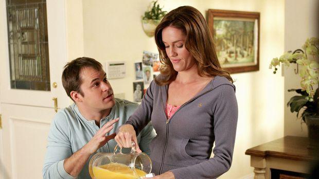 Mel (Erinn Hayes, r.) und Sam (Kyle Bornheimer, l.) besuchen Mels Eltern, was...