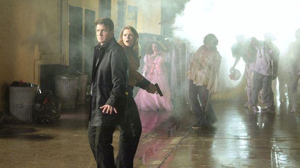 Richard Castle (Nathan Fillion, l.) und Kate Beckett (Stana Katic, 2.v.l.) we...