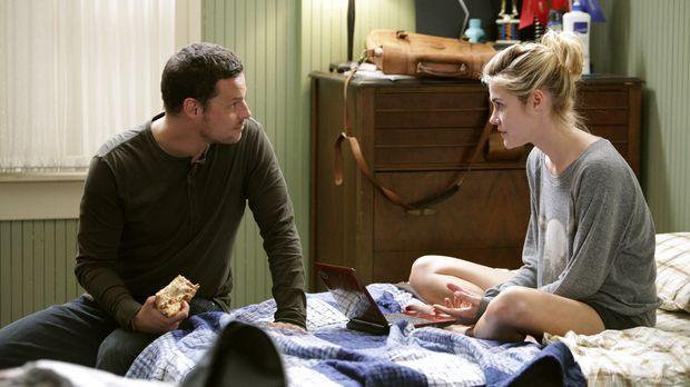Die Beziehung von Alex (Justin Chambers, l.) und Lucy (Rachael Taylor, r.) wi...