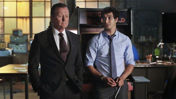 Ein Mord an einem Gouverneur bringt auch Cabe (Robert Patrick, l.) und Walter...