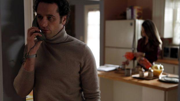 Während seine Vorgesetzten mobil machen, holt Phillip (Matthew Rhys) erst ein...