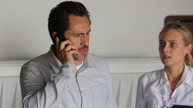 Der Killer hat nun auch noch Marcos (Demián Bichir, l.) Sohn Gus in seiner Ge...