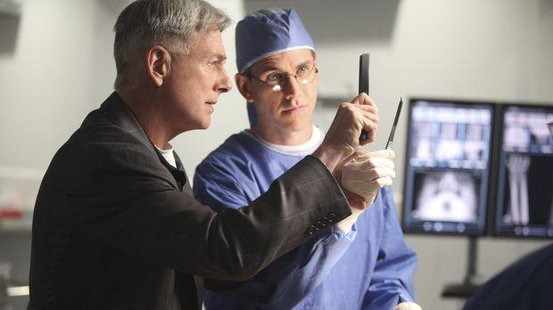 Ermitteln in einem neuen Fall: Gibbs (Mark Harmon, l.) und Jimmy (Brian Dietz...