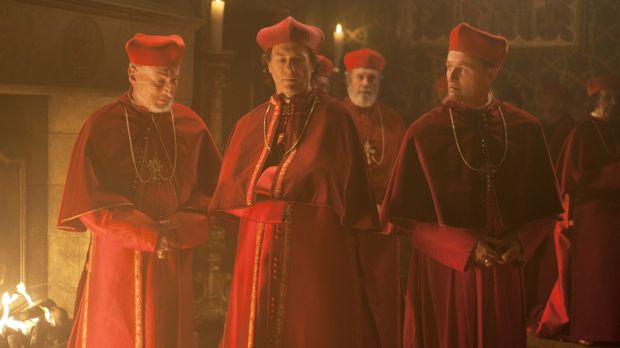 Die Kardinäle Versucci (Vernon Dobtcheff, l.), Sforza (Peter Sullivan, M.) un...