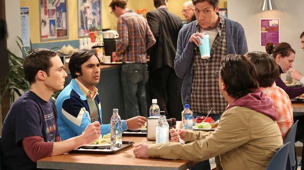 Zwischen Leonard (Johnny Galecki, 2.v.r.), Sheldon (Jim Parsons, l.), Raj (Ku...