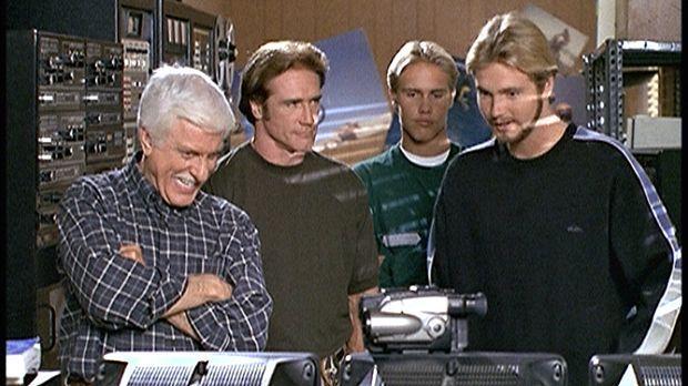 (v.l.n.r.) Mark (Dick Van Dyke), Steve (Barry Van Dyke) und der Motocross-Fah...