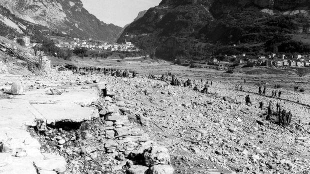 Das Aufstauen des Stausees Vajont in den italienischen Alpen führte am 9. Okt...