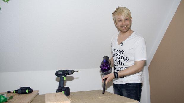 Ex-Bro'Sis-Sänger Ross Antony gestaltet eine Kücheneckbank aus Holz für sein...