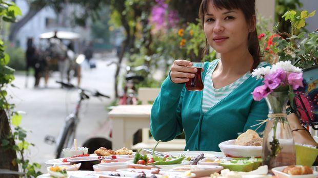 Von dem türkischen Frühstück auf den Prinzeninseln ist Rachel ganz begeistert...