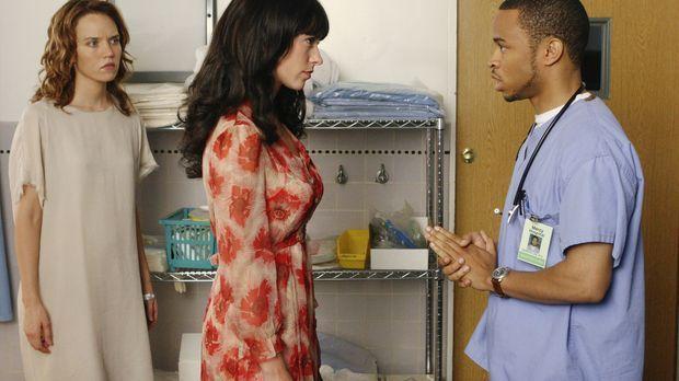 Derrik Lee (Eugene Byrd, r.) ist etwas verwirrt, als Melinda (Jennifer Love H...