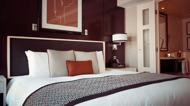 Ein gemütliches Bett ist auch beim Kamasutra zu empfehlen: Sie können davor o...