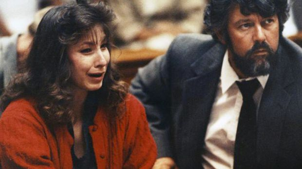 Cynthia Coffman (l.) verliebt sich in den Kriminellen James Marlow und tötet...