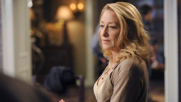 Holly (Patricia Wettig) muss nach dem Desaster mit dem neuen Wein feststellen...
