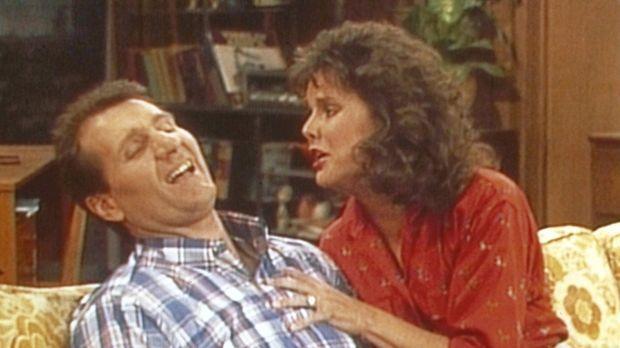 Als ihr Mann impotent wird, bleibt Marcy (Amanda Bearse, r.) nichts anderes ü...