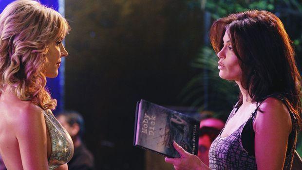 Während Susan (Teri Hatcher, r.) Bekanntschaft mit einer Stripperin (Julie Be...