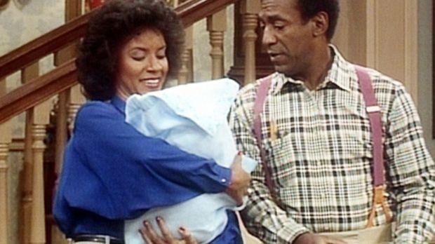 Clair (Phylicia Rashad, l.) hütet das Baby einer Freundin und denkt daran, no...