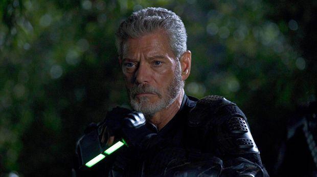 Commander Taylor (Stephen Lang) muss sich mit seinen Truppen im Urwald verste...