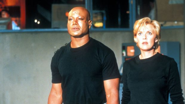 Können Carter (Amanda Tapping, r.) und Teal'c (Christopher Judge, l.) O'Neill...
