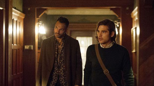 Penny (Arjun Gupta, l.), Quentin (Jason Ralph, r.), Alice und Eliot reisen na...