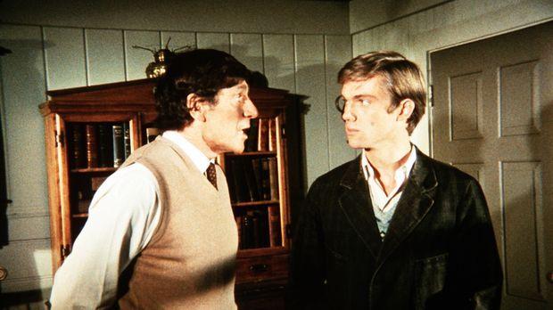John-Boy (Richard Thomas, r.) unterhält sich mit seinem neuen Nachbarn Profes...