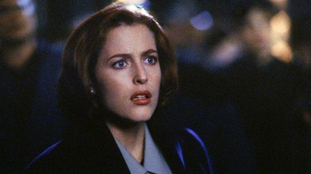 Im Gegensatz zu Mulder ist Scully (Gillian Anderson, Foto) diejenige, die Cas...