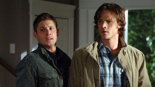 Sam (Jared Padalecki, r.) und Dean Winchester (Jensen Ackles, l.) reisen nach...