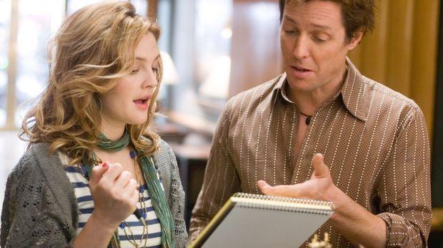 Popprinzessin Cora Corman bittet Alex Fletcher (Hugh Grant, r.) um einen Song...