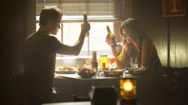 Kann Stefan (Paul Wesley, l.) Elena (Nina Dobrev, r.) zeigen, wie man die Eri...