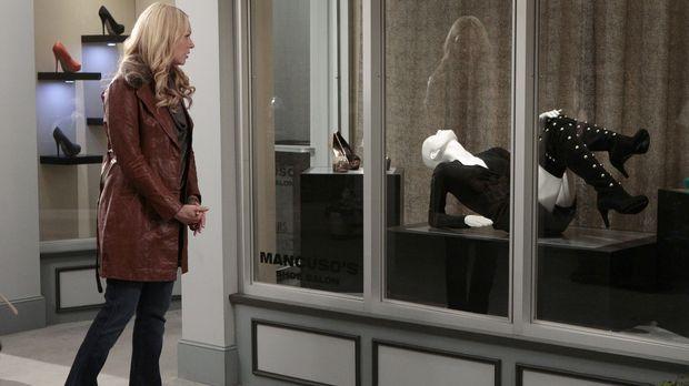 Chelsea (Laura Prepon) hat ein paar atemberaubende Overknee-Stiefel gesehen u...