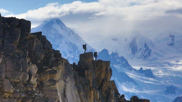 Um die Landezone zu erreichen, müssen sich die Teams in 30 Fuß Höhe begeben u...