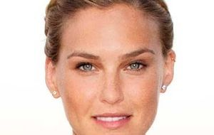 Million-Dollar-Shooting-Star-Bar-Refaeli