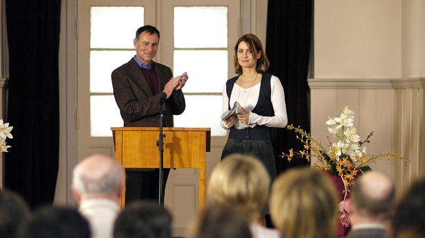 Die neue Lehrerin Maren Hilbert (Anja Kling, r.) wird von Direktor Pagel (Tho...