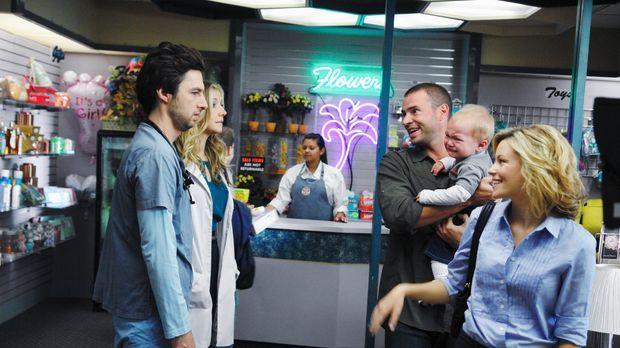 Elliot (Sarah Chalke, 2.v.l.) und J.D. (Zach Braff, l.) haben das Wochenende...